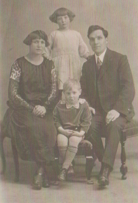 Albert Abram with Kit, Gwen and Sonny.
